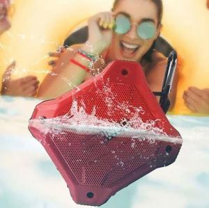 China Super Bass Portable Wireless Speaker , D10T Waterproof Bluetooth Speaker 5 Watt on sale