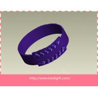 China Cheap eco-friendly fashion custom embossed silicone wristband for sale