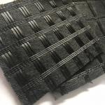 China Asphalt Reinforcement Polyester Pet Geogrid Knitting Geogtextile Composites With Impregnated Bitumen for sale