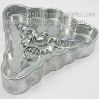 China Designer triangle alloy engraved cigarette collector ashtrays, affordable metal ashtrays, on sale