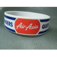 China Trade Show Promotional Items Giveaways Embossed Silicone Wristband Bracelet for sale